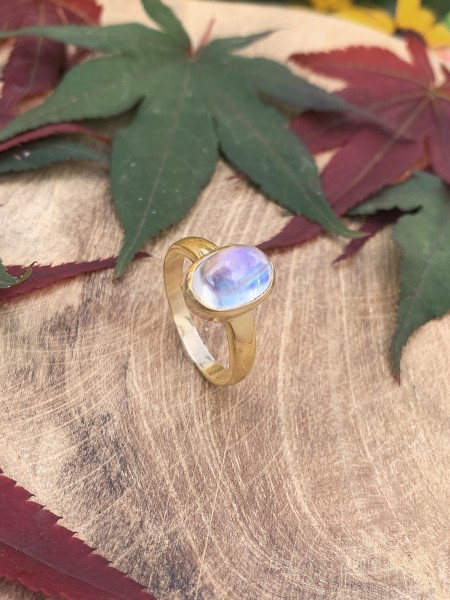TOP Moonstone Ring 14 k Gold