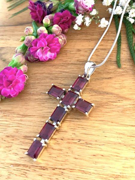 Cross Pendant - Granat