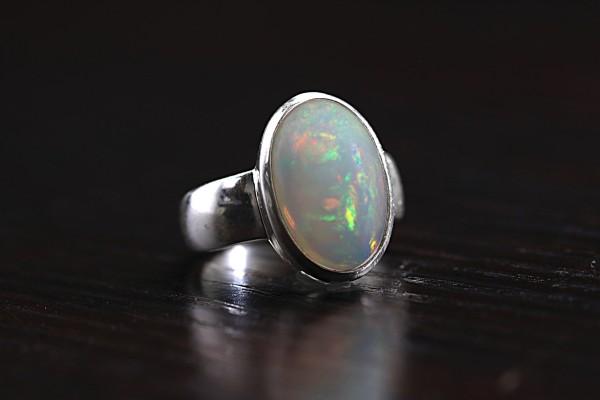 Top Welo Opal Ring