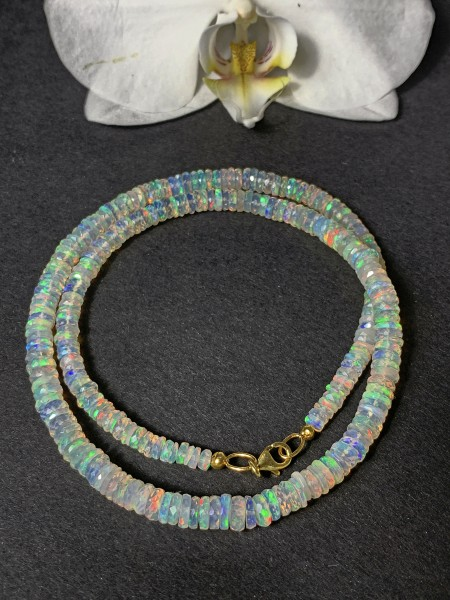 Top Welo Opal Necklace