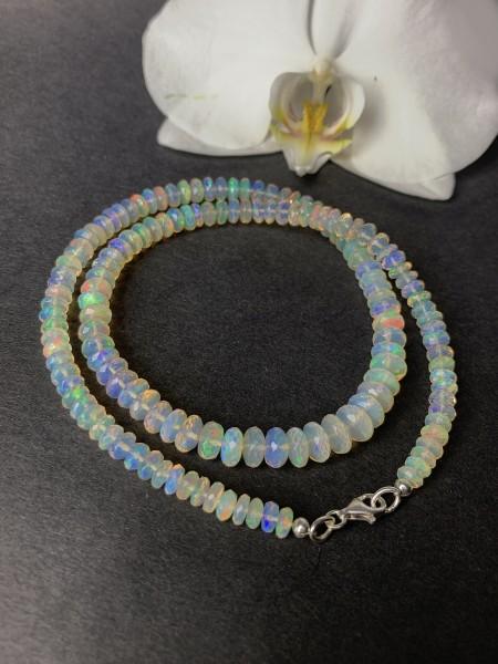 Top Welo Opal Necklace