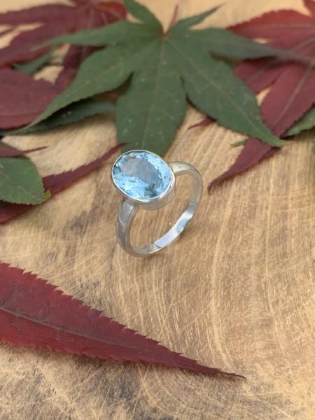 TOP Blue Topaz Ring 14 Whitegold