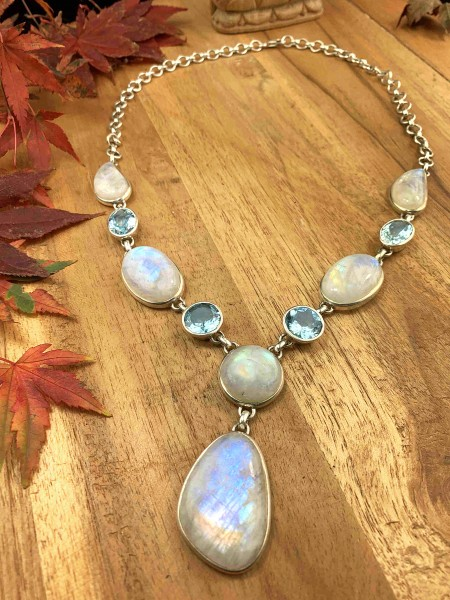 Top Rainbow Moonstone with Blue Topaz Collier