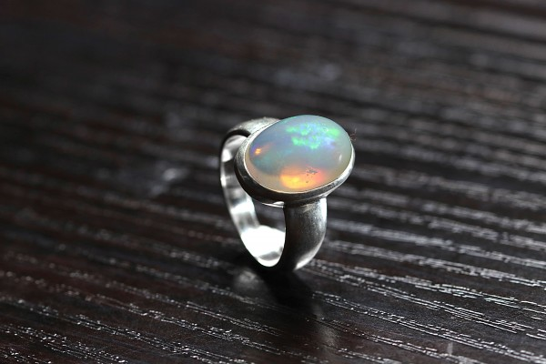 Top Opal Ring Welo