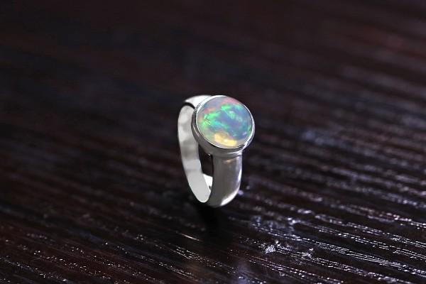 Top Opal Ring Welo
